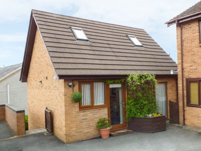 Photo for PENYLODGE, pet friendly, with hot tub in Builth Wells, Ref 952766