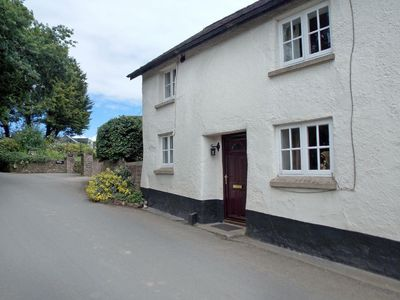 Photo for 3 bedroom property in Tiverton. Pet friendly.