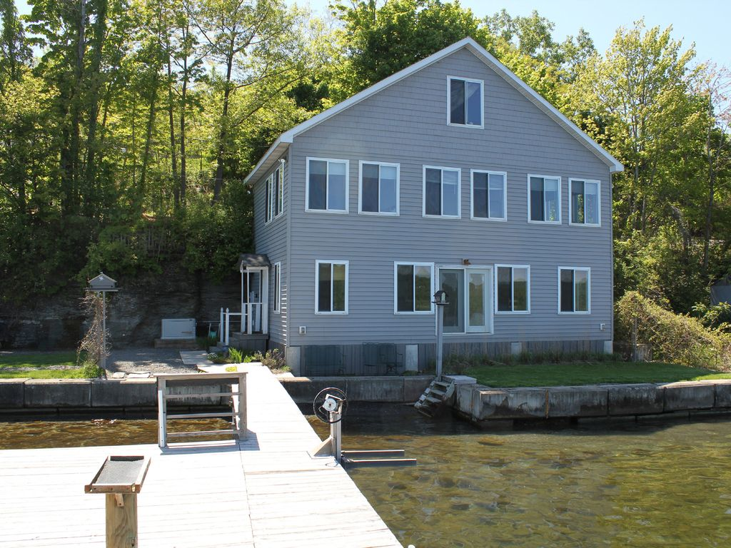 Vacation home right on the water 39 s edge of homeaway for Cabin rentals vicino a watkins glen ny
