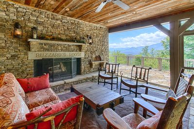 Screened in Outdoor Kitchen w/Stone Woodburning Fireplace. Fabulous Mtn View!!