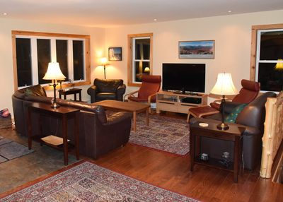 Plenty of room to gather after a day skiing, hiking, or shopping. Seating for 10