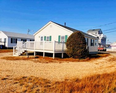 """Photo for Newly Renovated for 2019: Harborview Hampton Cottage! """"Up The Beach""""!"""