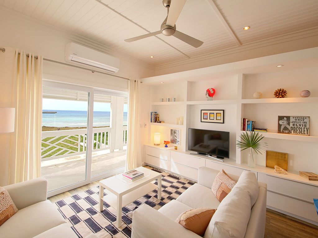 Tremendous Upstairs One Bedroom Apartment With Beautiful Waterfront Views Governors Harbour The Bahamas Download Free Architecture Designs Embacsunscenecom
