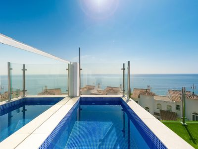 Photo for 6 bed  luxury town house fifty metres from the beach