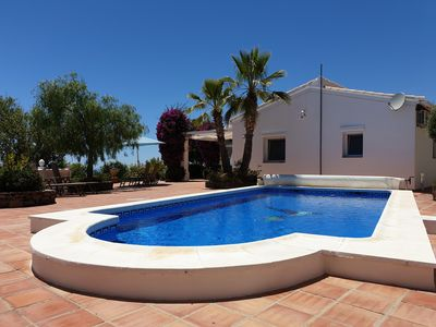 Photo for Casa Vista Hermosa - Quiet country villa with 180 ° sea view and pool