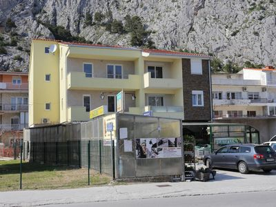 Photo for Apartment in Omiš (Omiš), capacity 4+2