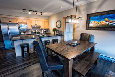 Beautiful open concept kitchen and dining room. Quartz countertops.