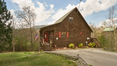 Photo for Newly Renovated Mnt. View Cabin, Sleeps 6, 10MIN to Parkway, Hot Tub, Game Room