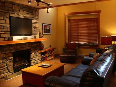 Photo for Luxury 3-level townhome with private hot tub, BBQ, kitchen, free wifi and mountain views: 41-103