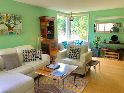 Photo for Sunny bright 2/1 w private Hot Tub, King/Queen bed. Walk to Lamar/Greenbelt