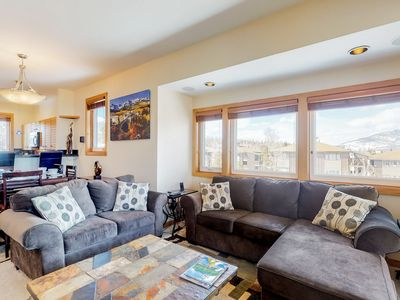 Photo for Top-floor condo w/ private balcony, grill, fireplace & full kitchen - near bus!