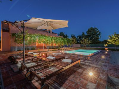 Photo for Charming holiday home with private pool, covered terrace, BBQ, volleyball court
