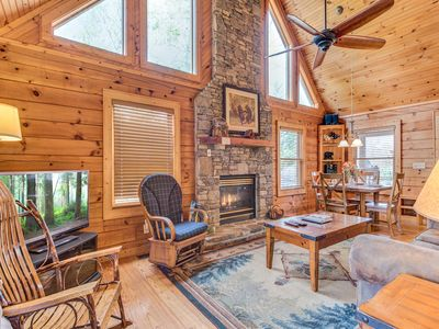 Photo for Robin's View, 2 Bedrooms, Sleeps 6, 2 Fireplaces, Hot Tub, Jetted Tub