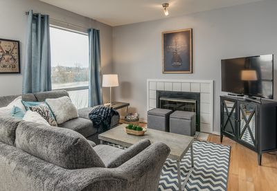 Gorgeous and cozy living space. Amazing views of the river and stadium!