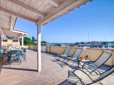 Photo for Stylish three bedroom apartment with a stunning roof terrace, for up to eight guests, situated in a