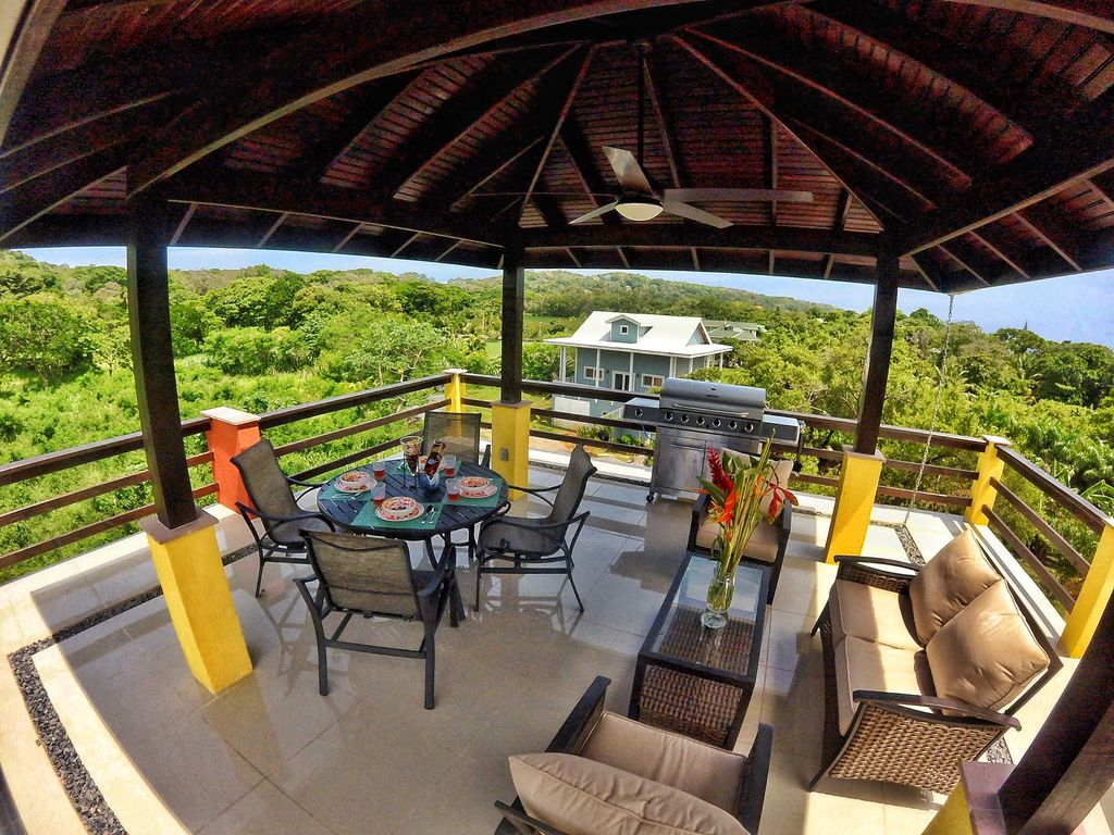 Roatan Beach House Rentals