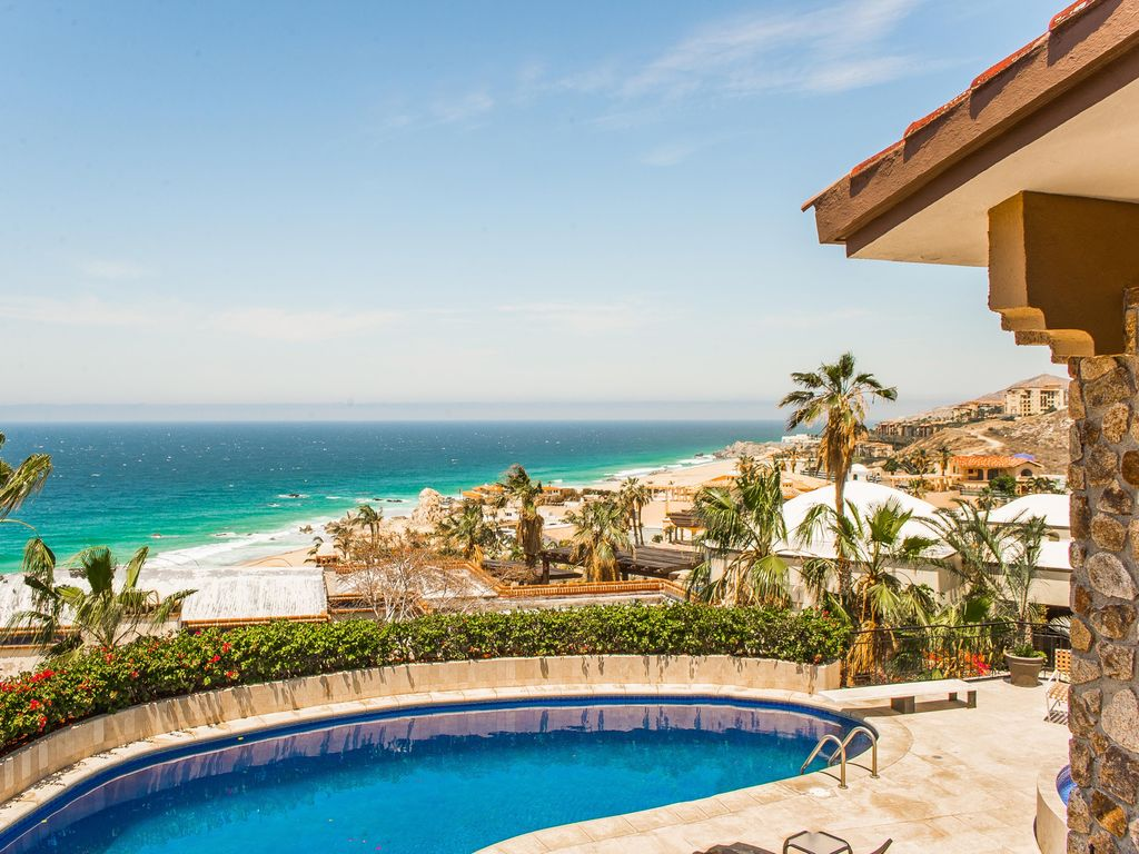 Charming style great ocean views from this villa in for Pedregal cabo san lucas