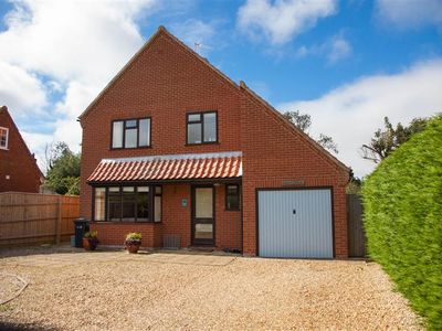 Photo for A comfortable and spacious holiday home in a quiet side road in Thornham