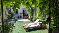 Relaxing, comfortable with a lovely garden terrace overlooking the River Indre.