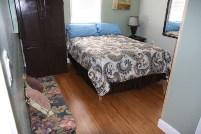 queen size bed and bathroom in the room