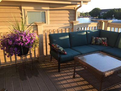 beautiful deck to relax and watch the boats