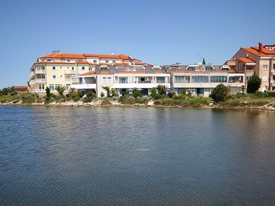 Photo for Studio apartment with Wi-Fi, air conditioning, great terrace with garden and sea view in the resort Medulin