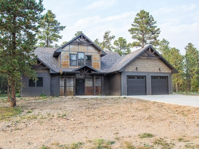 Beautiful Getaway! All paved roads, garage, Snowmobile, Terry Peak, Deadwood
