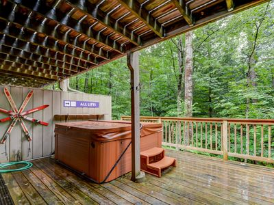 Photo for 4BR Cranmore Birches- Cable, WiFi, Hot Tub on Deck! Near Storyland!