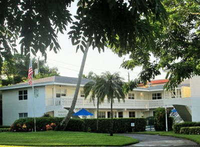 Essex House, a quiet place in the middle of Old Naples high end residential area