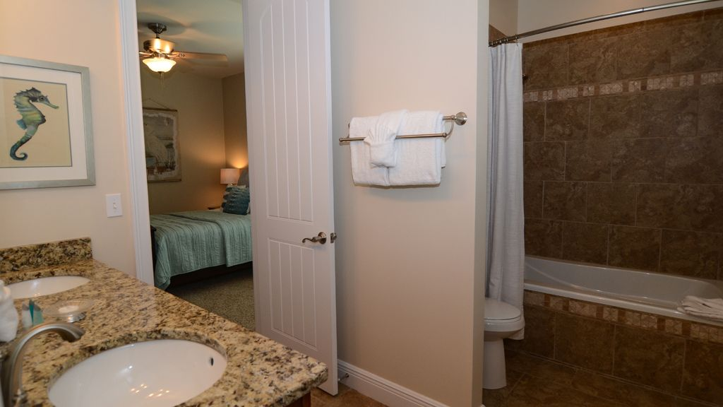 Private, Family Friendly Home with Garage Access