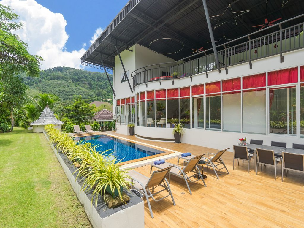 Open living Villa with Mountain and Big Buddha Views suitable for large families