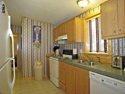 Alpine West Home - Relax in the well equipped kitchen with full-sized appliances