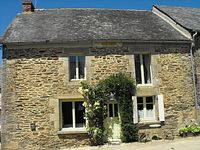 Beautiful part of Brittany - peaceful, friendly and lovely walks. Great house, terrific hosts!