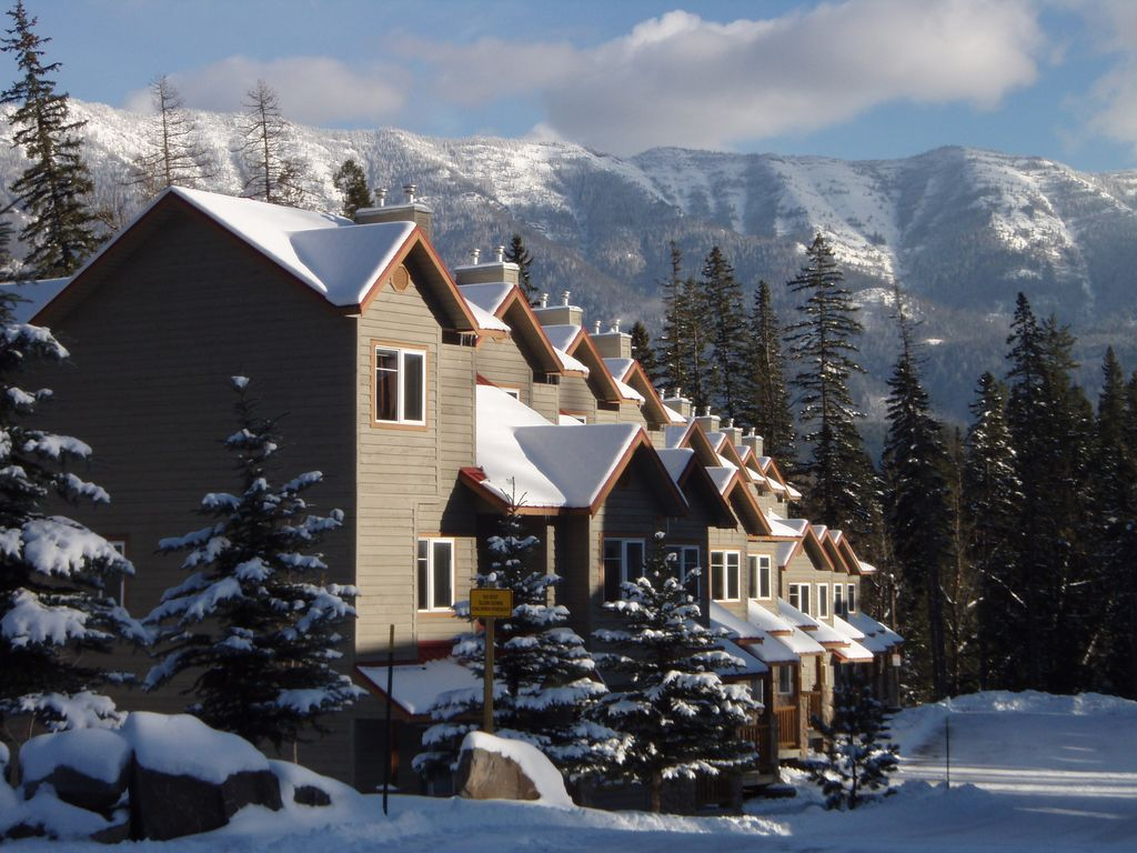 Family friendly ski out at fernie ask ab vrbo for Fernie cabin rentals