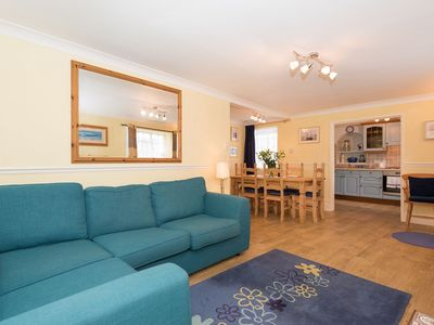 Photo for Comfortable cottage in the heart of town, ground floor, with parking and wifi.