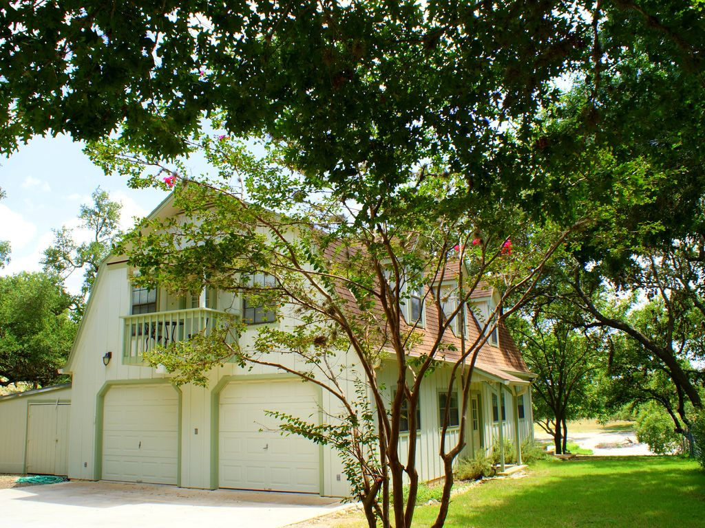 Two Dam Cottages Located On The Blanco River Close To The Square