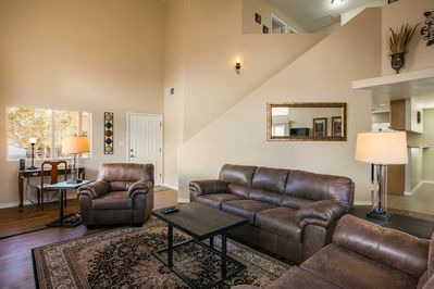 Great Room with Desk and high speed internet supporting multiple devices.