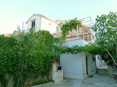 Photo for Apartment Ivo in Brač/Supetar - 3 persons, 1 bedrooms
