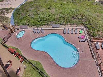 Beachfront condo with ocean views, shared pool, hot tub, and tennis courts
