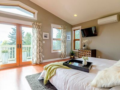 Photo for Ultra Luxurious Seattle 6-BR w/ Views - Sleeps 16!