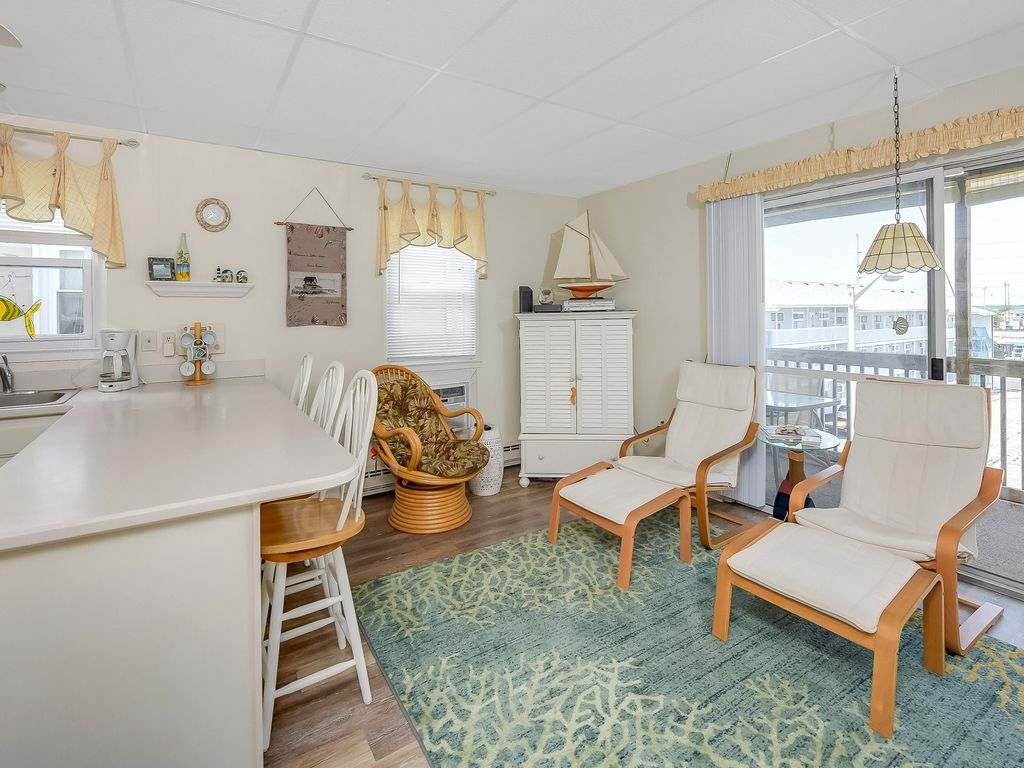 Charming 3 Br 2 Ba Unit Only 1 2 Block To T Homeaway