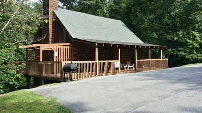 Minutes from dwntwn Pigeon Forge! Perfect location! Book now! Summer Fun!