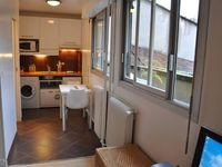 Studio in the 6th, centrally located, perfectly fitted out, clean, quiet, and facing a large garden