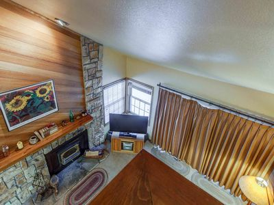 Photo for Beautiful condo w/ private parking, Walking distance to Canyon Lodge- Balcony/Wi