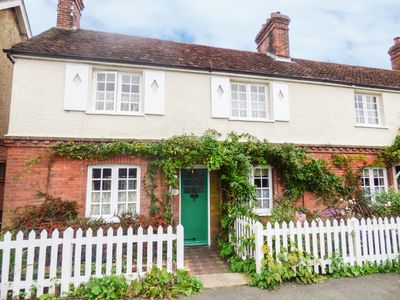 Photo for Rose Cottage, HORSHAM