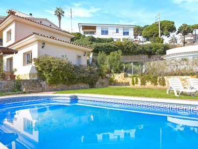 Photo for Comfortable villa with private pool, near the beautiful bay of Cala Canyelles