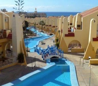 Photo for * SPECIAL OFFERS * Apartment in the center, in front of the swimming pool, 4 places free wifi