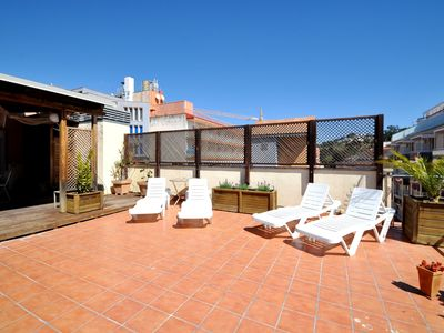 Photo for Rent apartment 110 m2, large terrace, 100m from the beach, air conditioning, parking, WIFI, BBQ, sun beds.