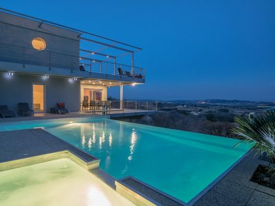 Photo for Exceptional Villa in Provence - Paradise above the canopy!