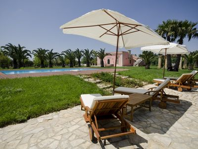 Photo for Villa with swimming pool, in the countryside a few km from the sea